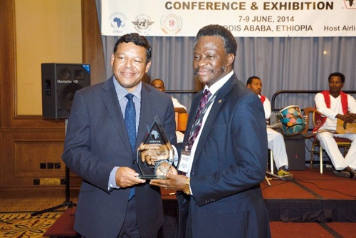 Dr Harold Demuren receives African Aviation Award